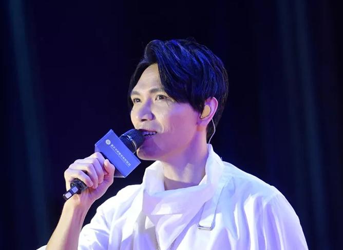 2018年6月杨宗纬深情演绎国民金曲助阵美莱VIP盛典