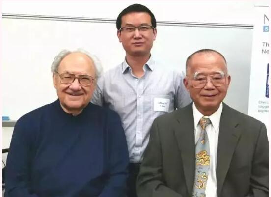 """查锦东教授在美国普林斯顿拜会""""果酸之父""""史考特博士及余瑞锦博士。"""