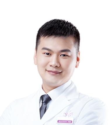 美莱假体隆鼻医生周蔚