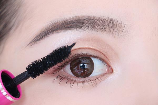 双眼皮手术费用多少?